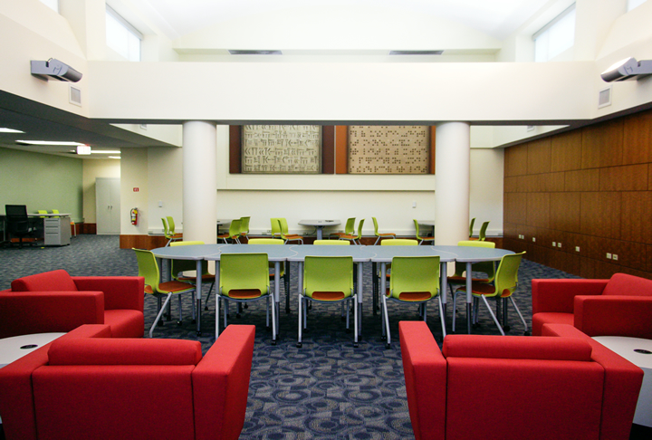 The Digital Research Commons main room
